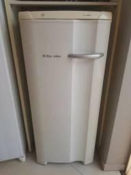 Freezer vertical Electrolux mod. FE 18 cap. 145 Lts. 110 V