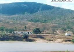 1904/Fazenda pitoresca de 3.000 ha rica em recursos minerais, pecuária e reflorest