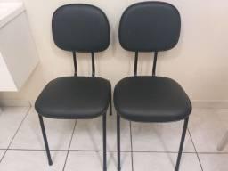 Cadeira corino preta sem rasgos