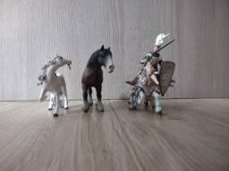 Cavaleiro Medieval e cavalos
