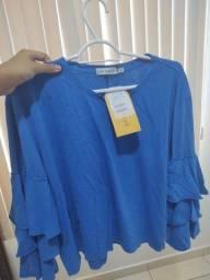 Blusa azul com babados