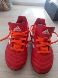 Chuteira Adidas muito nova