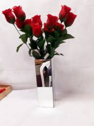 Suporte(vaso) para flores, todo espelhado com rosas vermelhas