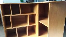 Armario estante de madeira