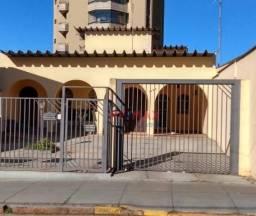 Casa com 4 dormitórios para alugar, 380 m² por R$ 4.500,00/mês - Centro - Botucatu/SP