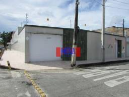 Casa com piscina no bairro Amadeu Furtado