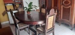 Mesa antiguidade com cadeiras