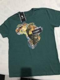 Camiseta verde nova na etiqueta