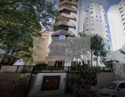 Apartamento para venda possui 237 metros quadrados com 4 quartos