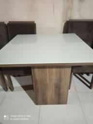 Jogo mesa com 4 cadeira