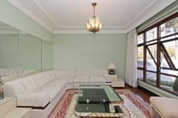 Conjunto de sofá com bancada e prateleiras laterais. Lindo!