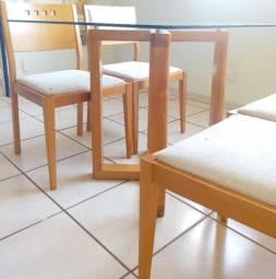 Excelente Conjunto de Mesa Quadrada com 04 Cadeiras