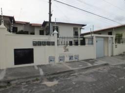 Aluga Casa Multifamiliar Lagoa Redonda, 2 suítes, 1 vaga, próx. Pague Menos