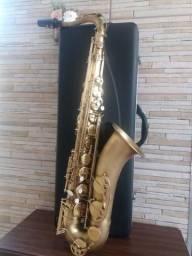 Sax tenor vogga (corpo desplacado Chaves doiradas) divido no cartao