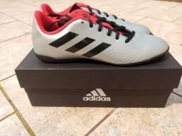 Chuteira Futsal Adidas original e nova na caixa