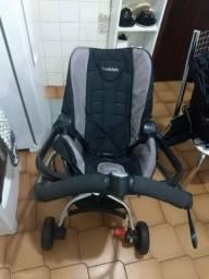Carrinho de bebê com bebê conforto kiddo