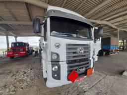 VW 25-420 2015 engatado em tanque Vanderleia