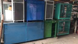 balcão ,com armários e bancadas usadas reformadas e vitrines de vidro no estado
