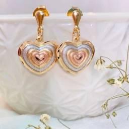 Brinco de Coração em tres ouros