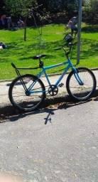 Vendo essa bicicleta azul tudo certinho vai com quadiadro e com recibo