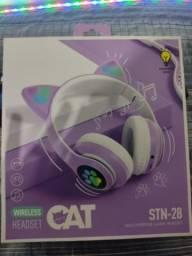 Fone de ouvido Bluetooth com orelinhas.