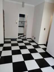 Apto. 1o andar, 2 qtos, sala, coz** armário, 2 banhos c/ box e armário, 1 vg