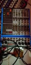 Força de som e uma mesa de audio