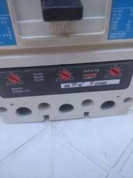 Caixa moldada 400 amps