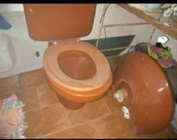 conjunto de Vaso de banheiro e pia da mesma cor semi novos
