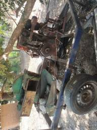 Ensiladeira com motor Agrale e carretinha