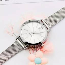 Relógio feminino em aço prata