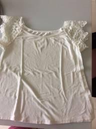 Blusa feminina branca com detalhes em bordado