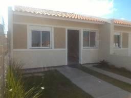 Casa em Esteio, 2 dormitórios, próximo a 118 e Sapucaia, com pátio e 2 vagas