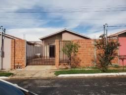 Casa Santa Terezinha 2/4, 53m², 02 vagas com área nos fundo e mais um banheiro