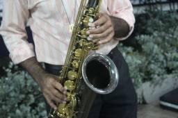 Saxofonista para sua confraternização.