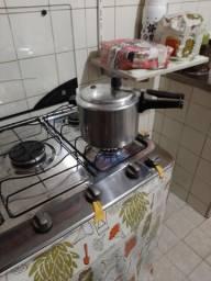 Cozinheira a domicílio que leva todo produto para fazer