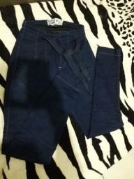 Calça duplo jeans com cintinho