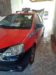Vendo Toyota Etios 2015 com GNV 25mil