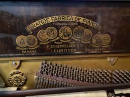 Piano Essenfelder ( Precisa de Restauro )