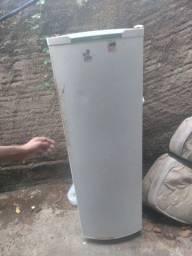 Título do anúncio: Vendo essa geladeira para retirada de peças apenas por r$ 100 reais