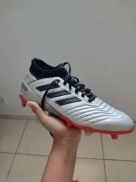 Chuteira Adidas Tam:37/38 R$90,00