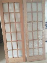Vendo 2 portas madeiras vidro quadriculado 0,70x2.10 (Angelim)