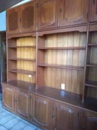 Vende-se armário de madeira nobre com 8 prateleiras e 10 portas