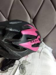 Dois capacete para ciclistas