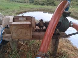 Motor e bomba de irrigação