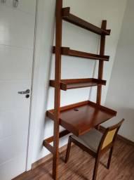 Escrivaninha/ Estante c/ cadeira