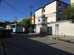 Apartamento com 3 dormitórios para alugar, 93 m² por R$ 1.100,00/mês - Benfica - Fortaleza