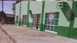 Investimento em Paranatinga - Amplo Terreno com salas comerciais - Esquina ao