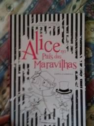 Livro infantil Alice no País das Maravilhas