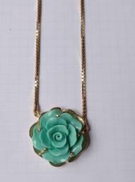 Colar folhado a ouro, flor verde claro